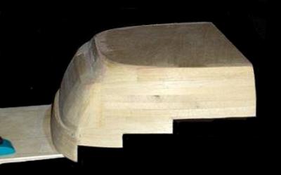 Ces découpes sont dimensionnées et découpées suivant les cotes des marches et contres marches des deux escaliers menant aux passavants - 31.3ko
